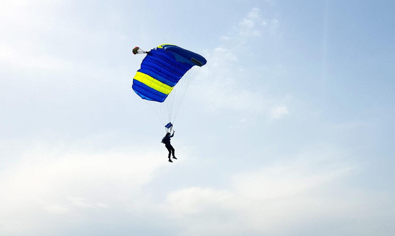 PLavo žuta kupola2, skydiving tandem group, aeroklub tandem, skok padobranom škola padobranstva, Zagreb, split, hvar