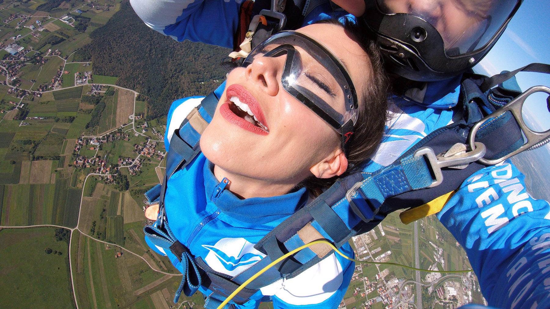 Jelena Lešić skok padobranom sa aeroklub Tandem