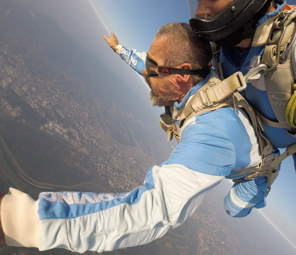 Jaran iz noćne more skočio padobranom sa ekipom AK Tandem